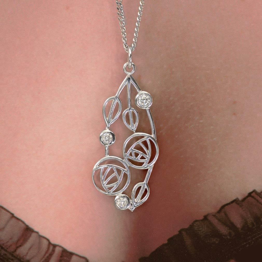 """Silver Charles Rennie Mackintosh Necklace 3 Diamonds """"""""Highback"""" 158 Cairn"""
