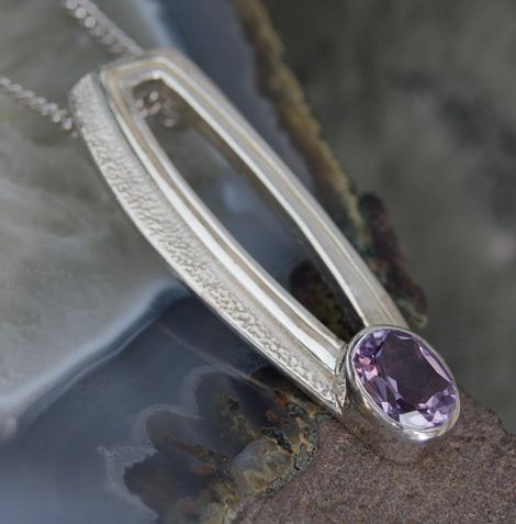 "DWO431 Stylish Sterling Silver Ortak Amethyst Set Charles Rennie Mackintosh Pendant & Silver 18"" Silver Chain"